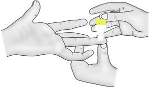 Pinche el dedo con la lanceta